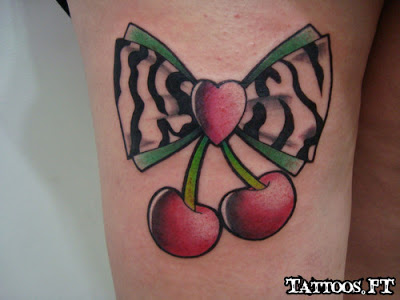 tatuagem de laço na perna