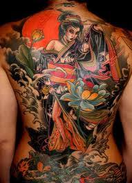 tatuagem de gueixa na costa