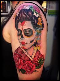 tatuagem de gueixa no ombro
