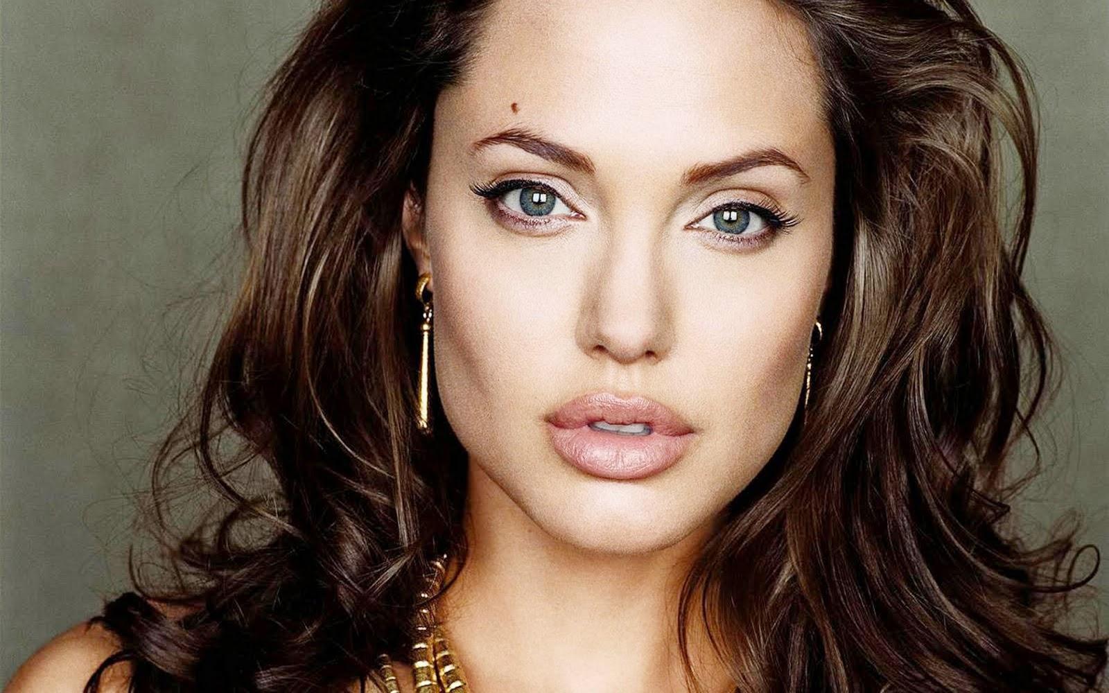 Angelina Jolie peso e altura