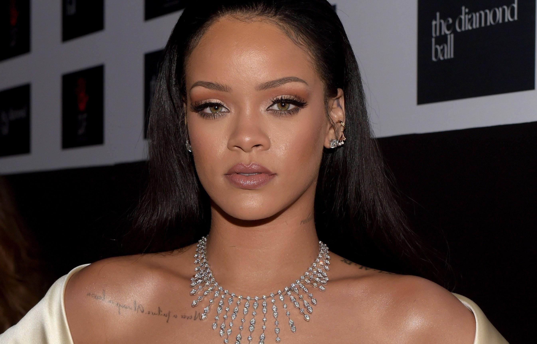 Rihanna peso e altura