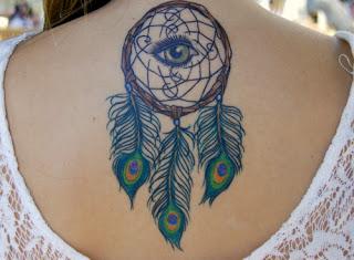 tatuagem de filtro dos sonhos nas costas