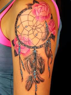 tatuagem de filtro dos sonhos no ombro - braço