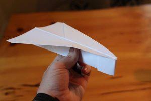 Como Fazer um Avião de Papel