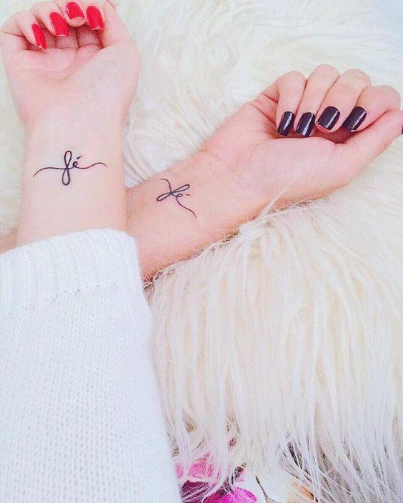Tatuagens Femininas Delicadas e Pequenas no Pulso